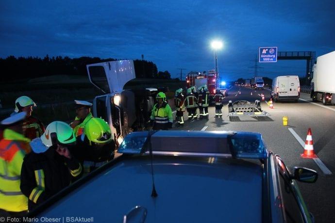 Unfall A8 Günzburg Transporter-Gespann 11072019 8