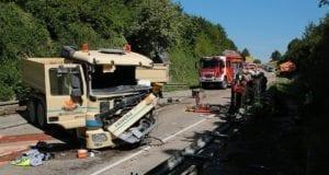 Zwei Lastzüge prallten am Mittwochvormittag, dem 24.07.2019, im Kreis Dillingen, auf der Staatsstraße 2025 bei Lauingen (nahe dem dortigen Kreisverkehr – Kurz vor dem Tunnel, zusammen.
