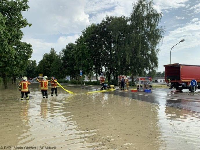 Unwetter B16 Ichenhausen überschwemmt 01072019 11