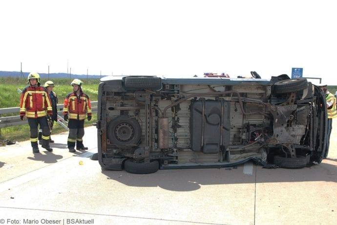 Kleinbus kippt Unfall A8 Burgau-Zusmarshausen05082019 1