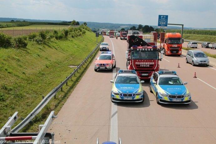 Kleinbus kippt Unfall A8 Burgau-Zusmarshausen05082019 13