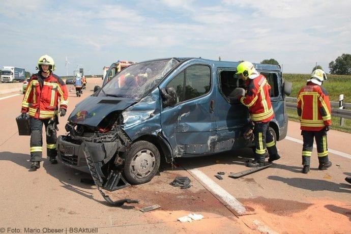 Kleinbus kippt Unfall A8 Burgau-Zusmarshausen05082019 4