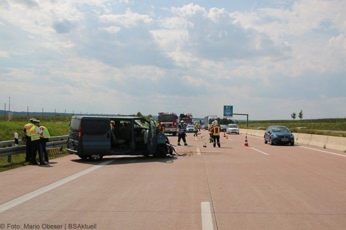Kleinbus kippt Unfall A8 Burgau-Zusmarshausen05082019 8
