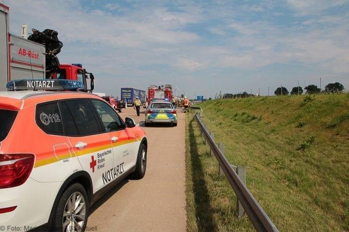 Kleinbus kippt Unfall A8 Burgau-Zusmarshausen05082019 9