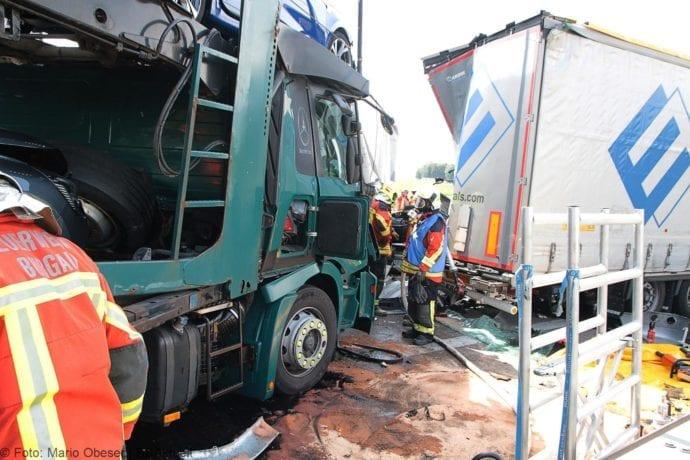 Unfall A8 Burgau-Günzburg 3 LKW 06082019 19