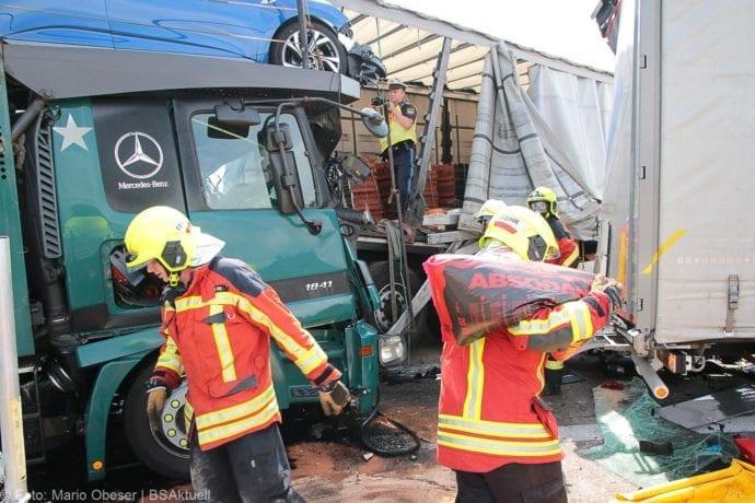 Unfall A8 Burgau-Günzburg 3 LKW 06082019 20