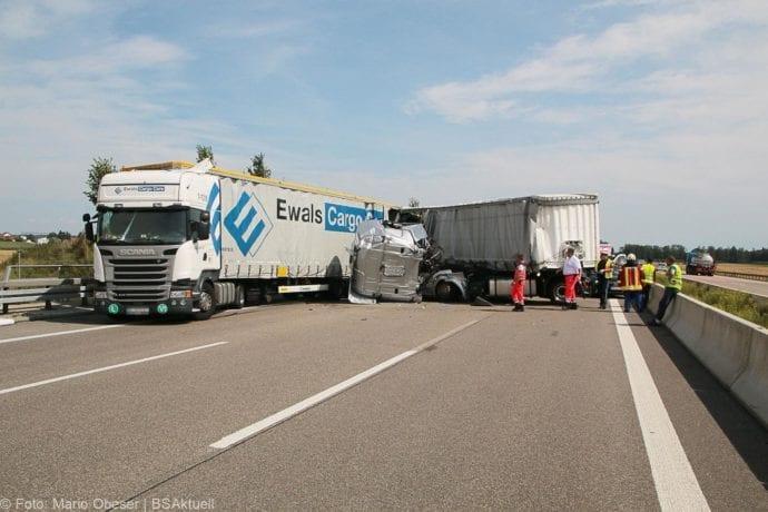 Unfall A8 Burgau-Günzburg 3 LKW 06082019 22