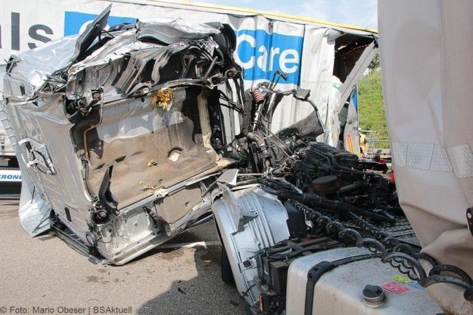 Unfall A8 Burgau-Günzburg 3 LKW 06082019 24