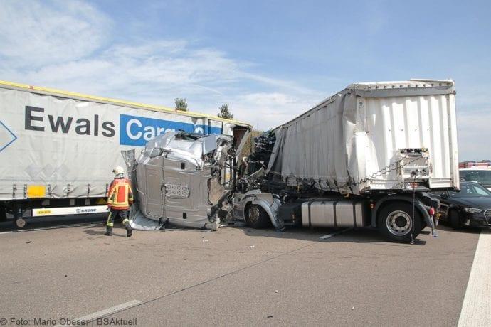 Unfall A8 Burgau-Günzburg 3 LKW 06082019 4