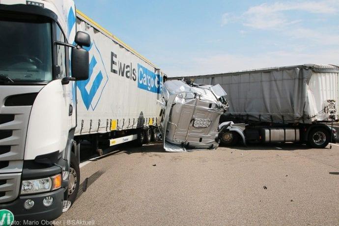 Unfall A8 Burgau-Günzburg 3 LKW 06082019 5