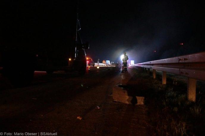 Unfall A8 Zusmarshausen-Burgau Sicherungsanhänger 28082019 10