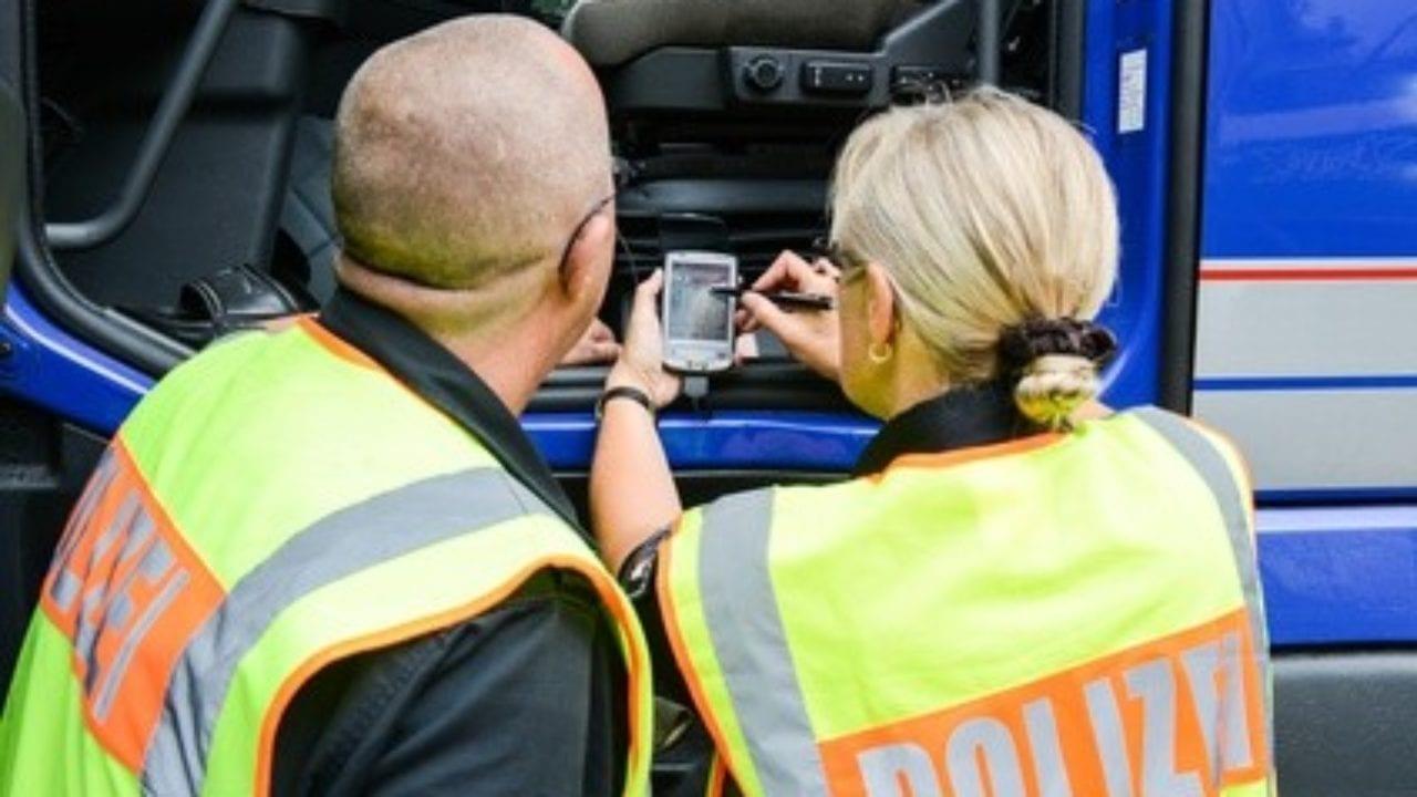 Lkw Kontrolle durch die Polizei