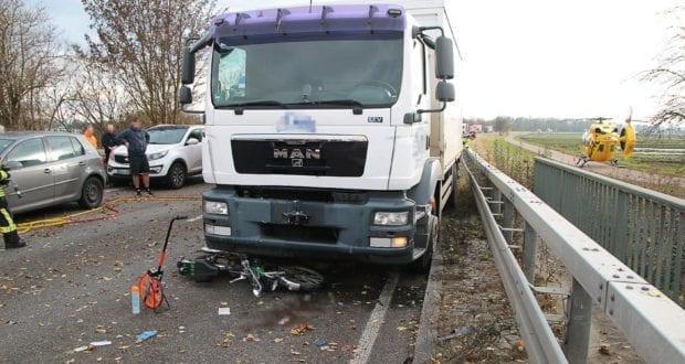 Gundelfingen B16 Unfall Lkw Mofa 15112019 8