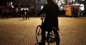 Radfahrer ohne Licht Dunkel