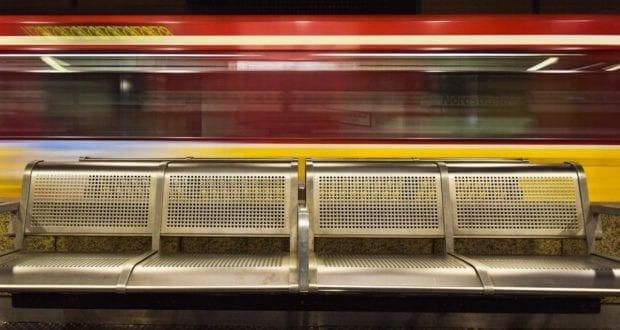 Bahn Zug bahnhof Bahnsteig