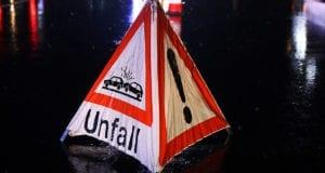 Aufsteller Unfall Schild