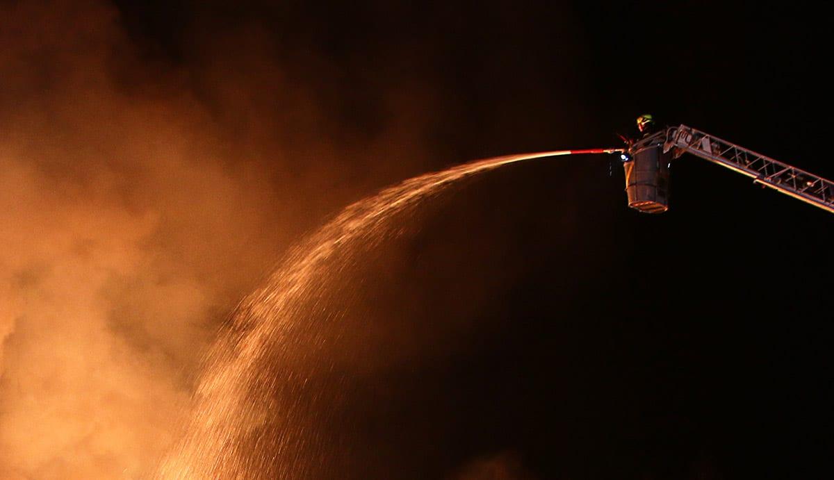 Feuer Brand Drehleiter Flammen