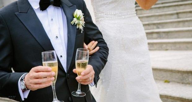 Hochzeit Brautpaar Sekt