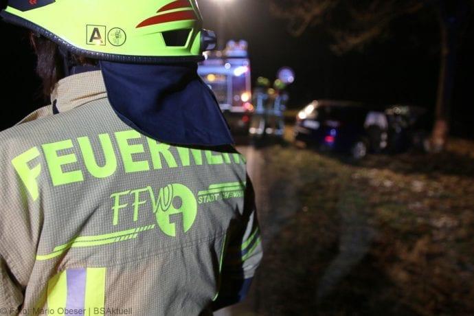 Unfall B16 Ichenhausen Heubelsburg Pkw Baum 23012020 1