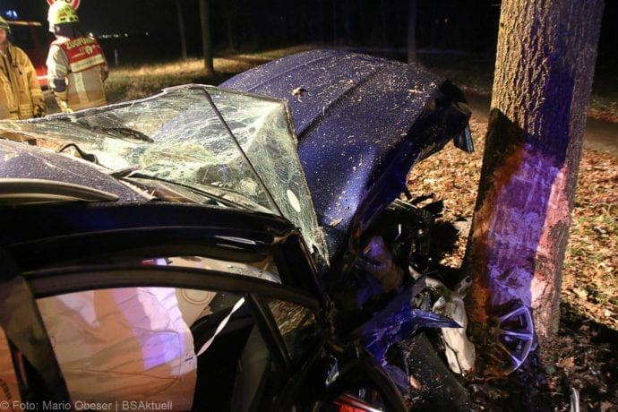 Unfall B16 Ichenhausen Heubelsburg Pkw Baum 23012020 10