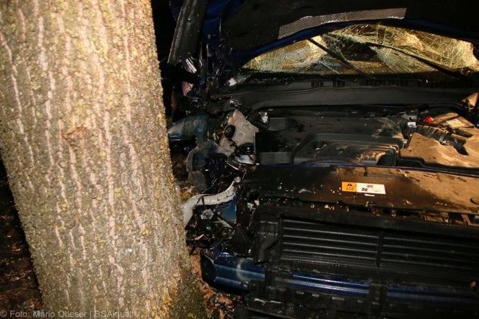 Unfall B16 Ichenhausen Heubelsburg Pkw Baum 23012020 14