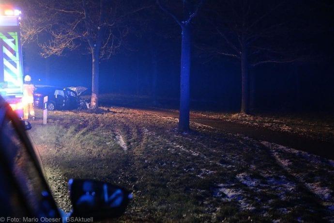 Unfall B16 Ichenhausen Heubelsburg Pkw Baum 23012020 17