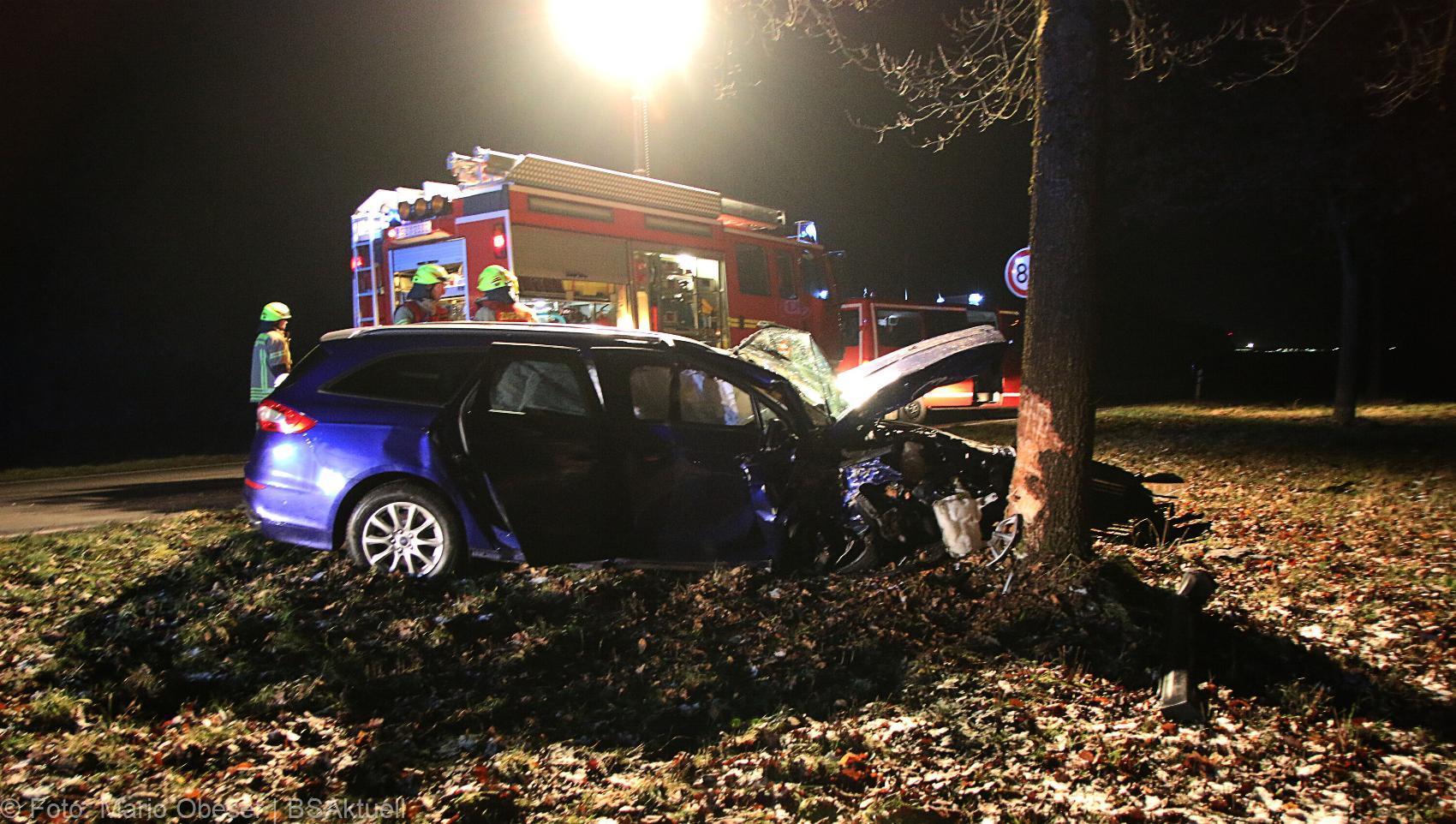 Unfall B16 Ichenhausen Heubelsburg Pkw Baum 23012020 3