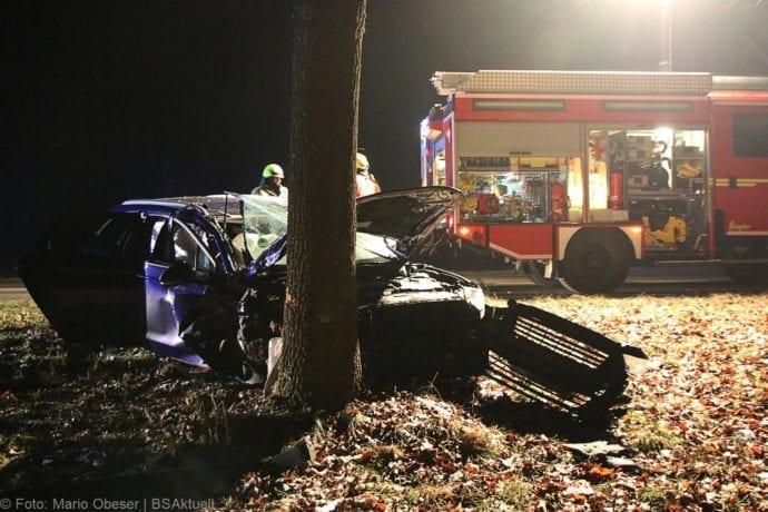 Unfall B16 Ichenhausen Heubelsburg Pkw Baum 23012020 4