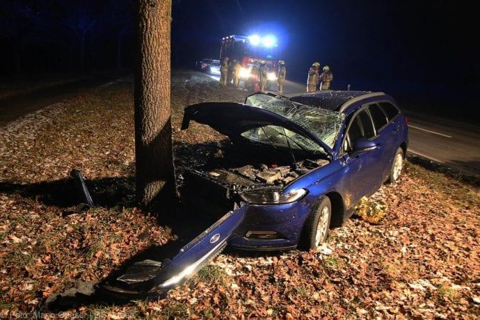 Unfall B16 Ichenhausen Heubelsburg Pkw Baum 23012020 5