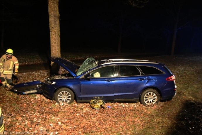 Unfall B16 Ichenhausen Heubelsburg Pkw Baum 23012020 6