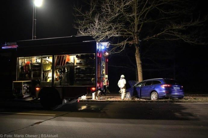 Unfall B16 Ichenhausen Heubelsburg Pkw Baum 23012020 7