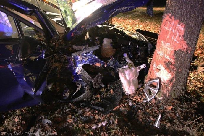 Unfall B16 Ichenhausen Heubelsburg Pkw Baum 23012020 9
