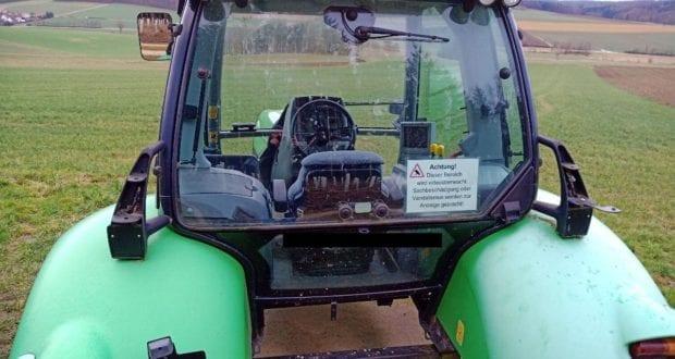 Beschaedigter Traktor Polizei Donauwoerth