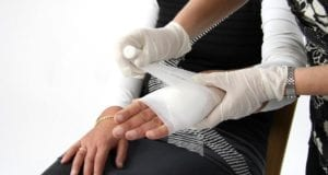 Erste-Hilfe Verband Hand
