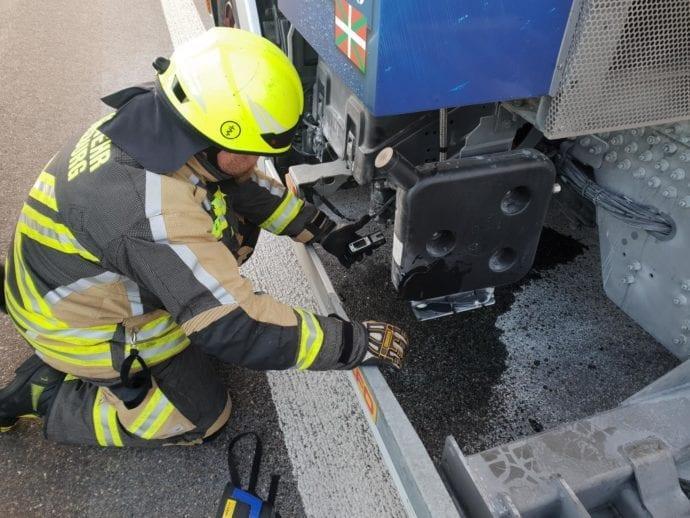 Feuerwehr Guenzburg A8 Lkw-Brand