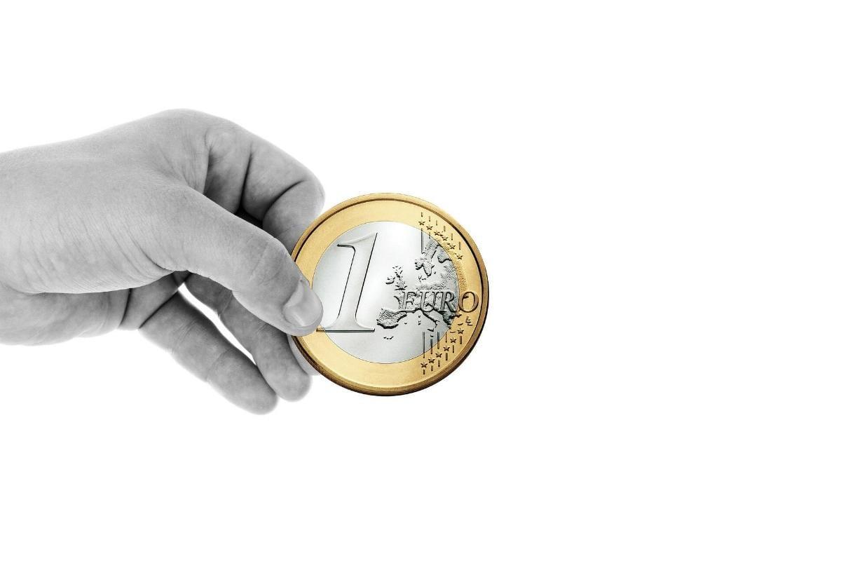 Hand Spende Euro