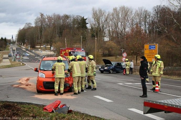 Unfall B16 Ichenhausen-Waldstetten 14022020 3