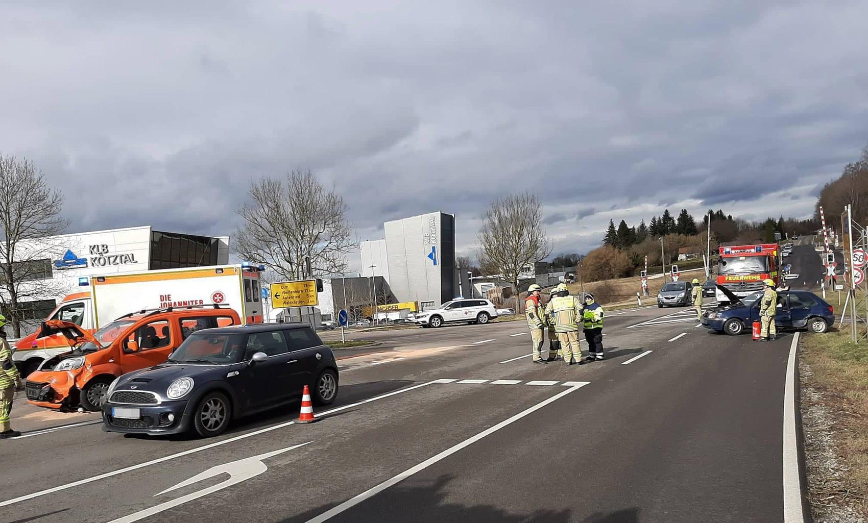 Unfall B16 Ichenhausen-Waldstetten 14022020 5