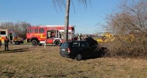 Unfall Burtenbach Pkw Baum 21022020 5