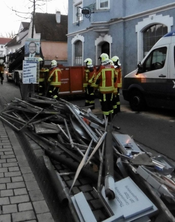 Unfall Kleinbus Geruest Burgau 3