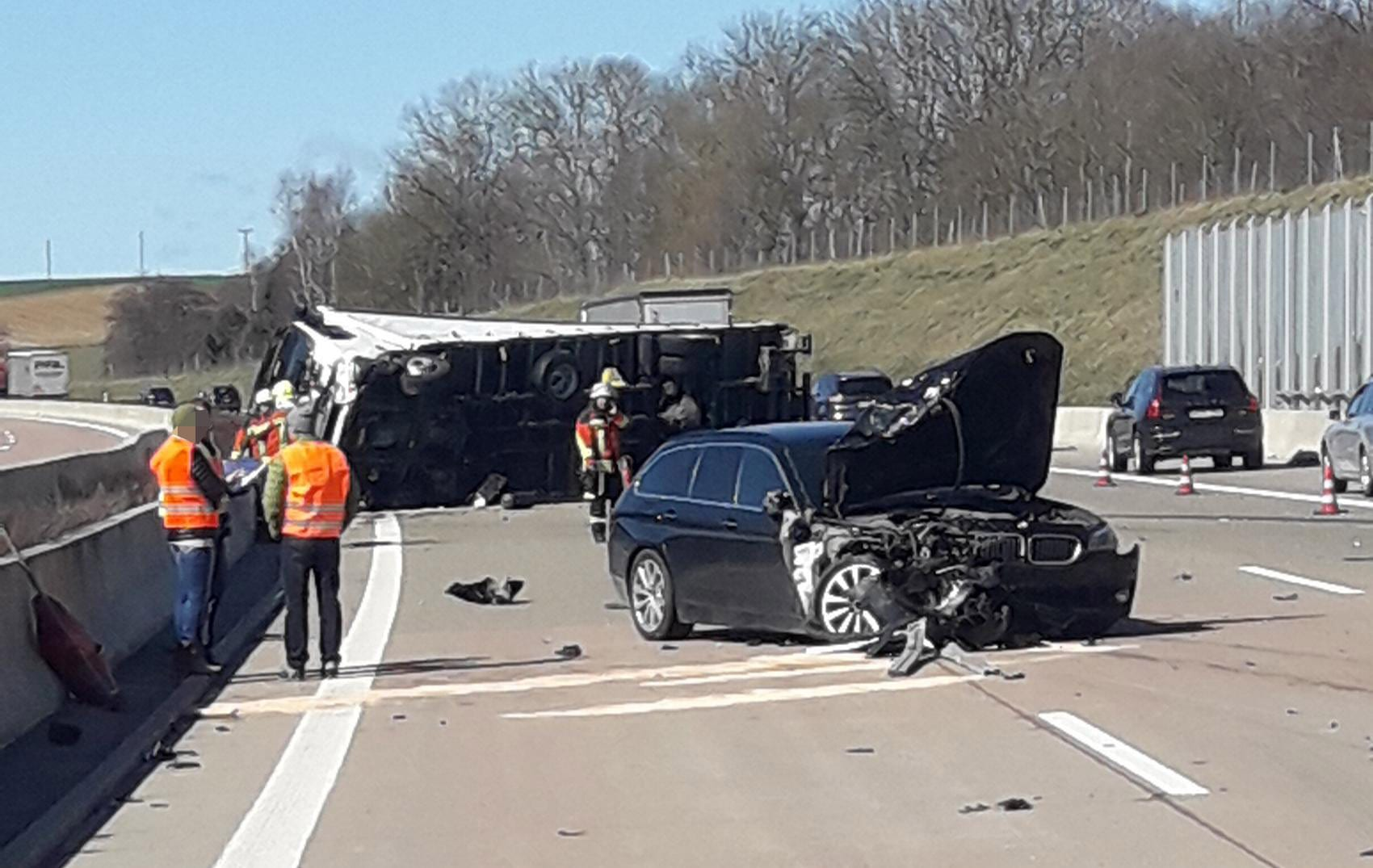 Lkw Pkw Unfall A8 Limbach 13032020 2