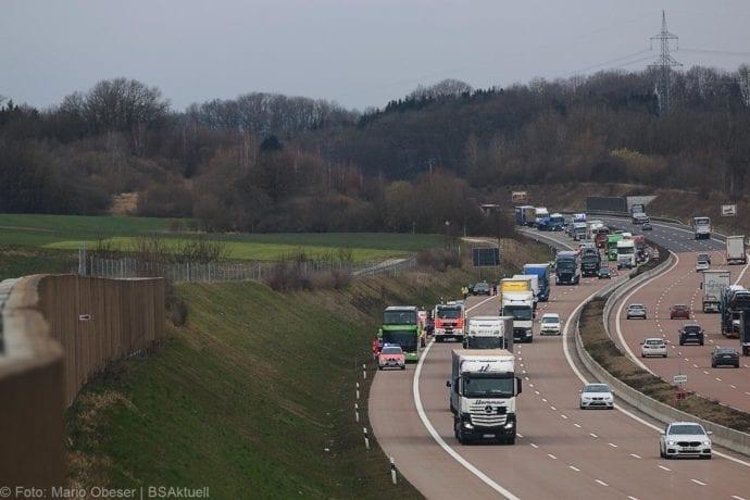 Unfall A8 Reisebus Pkw 05032020 1