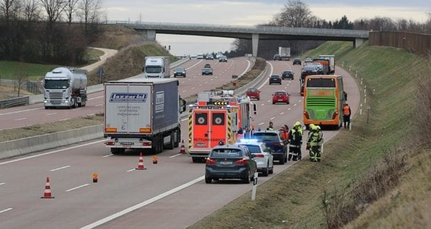 Unfall A8 Reisebus Pkw 05032020 2