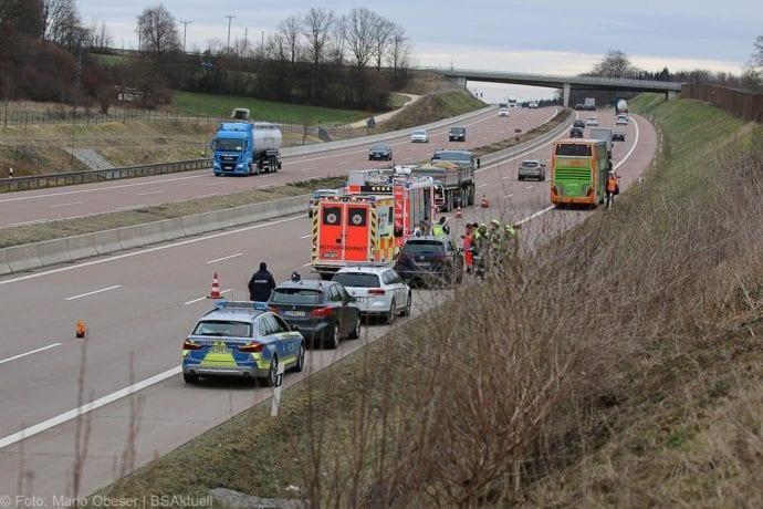 Unfall A8 Reisebus Pkw 05032020 4