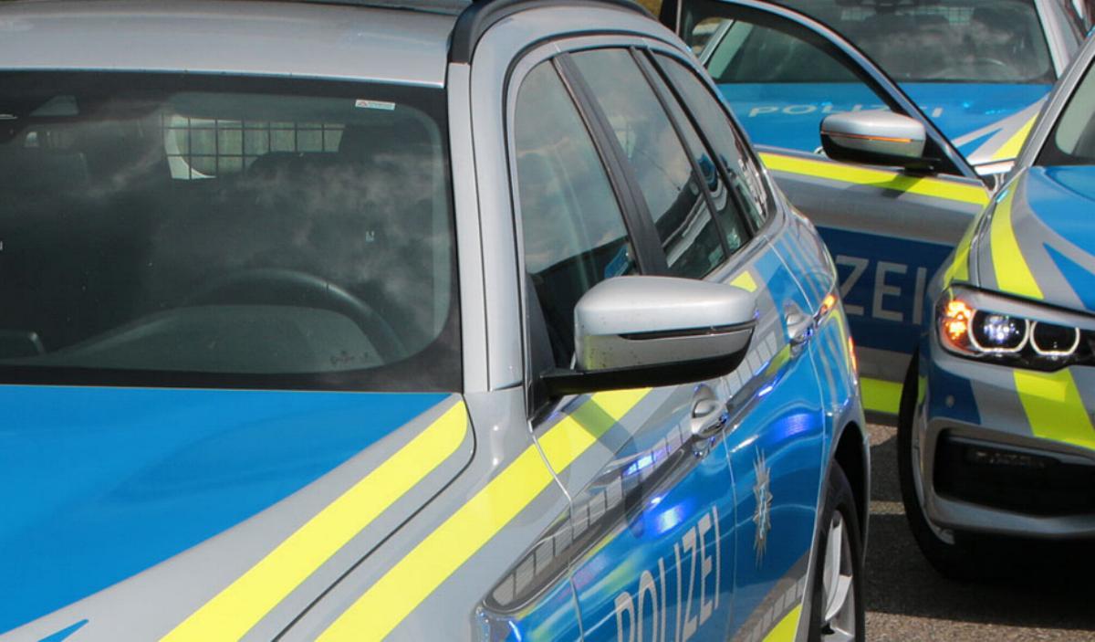 mehrere Polizeifahrzeuge-im-Einsatz