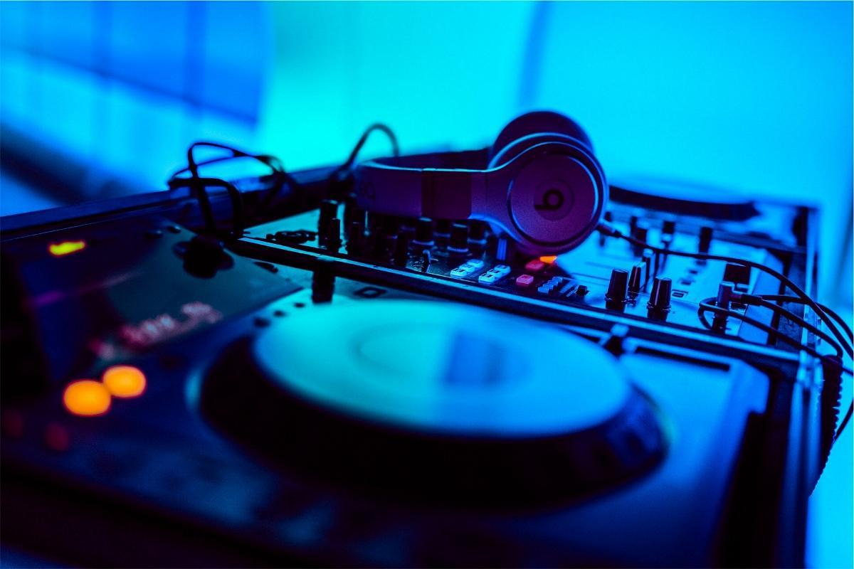 DJ Pult Mischpult