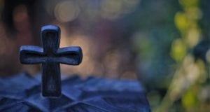 Friedhof Kerze Kreuz