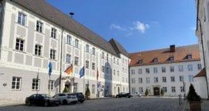 Guenzburg Platz vor Raushaus