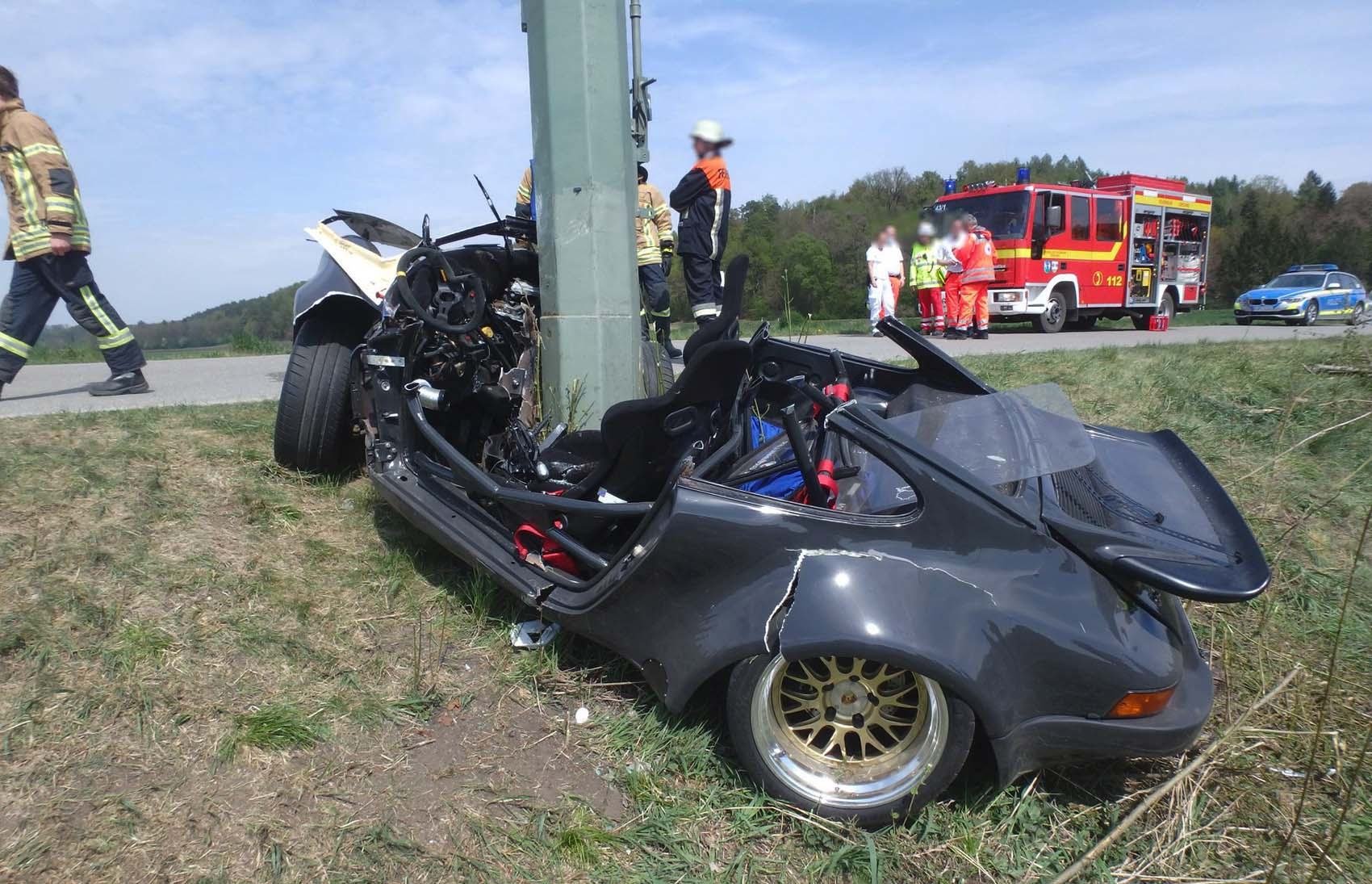 Porsche gegen Strommast 18042020