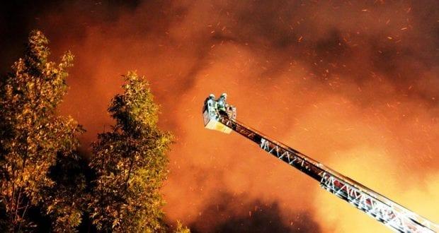 Brand Drehleiter Flammen